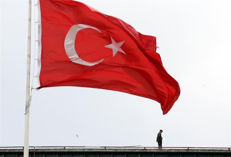 Turkije pakt opnieuw politiemensen op