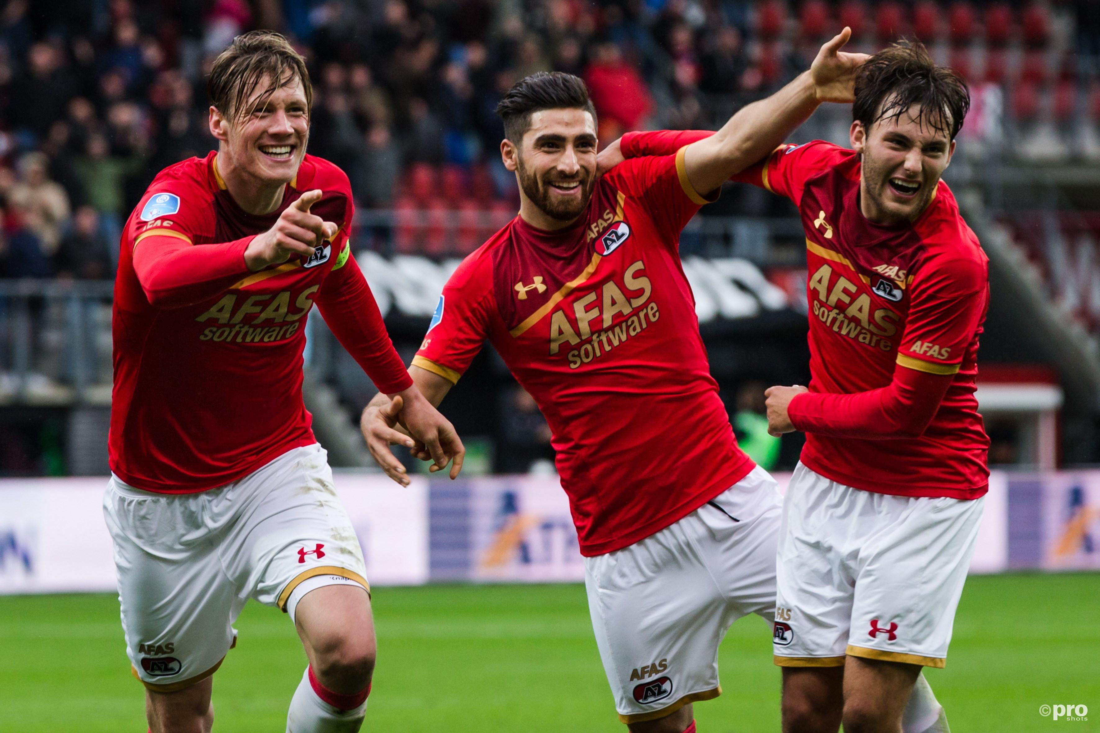 Wout Weghorst (l), Alireza Jahanbakhsh en Joris van Overeem (r) vieren de 0-2. (PRO SHOTS/Erwin Spek)