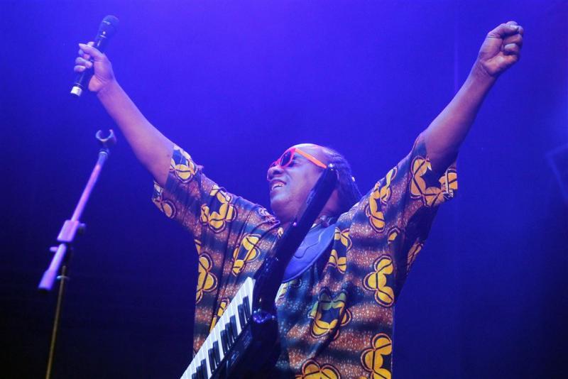 Stevie Wonder knielt bij spelen van volkslied