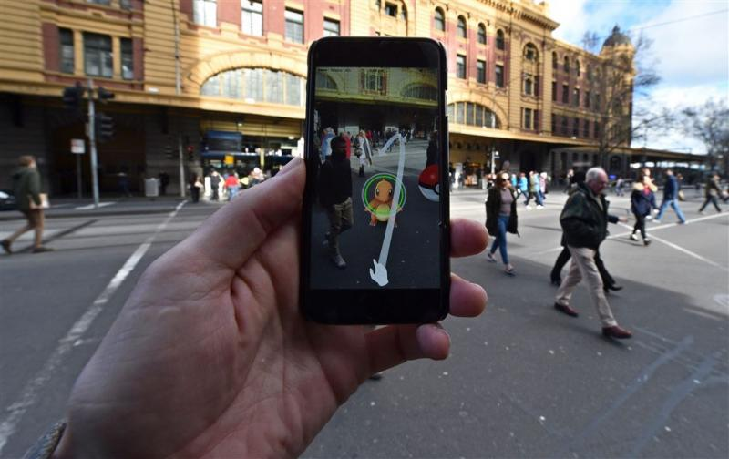 Smartphone taboe op zebrapad Honolulu