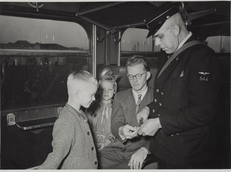Nieuwe conducteurs krijgen geen kniptang meer (Foto: Spoorwegmuseum)