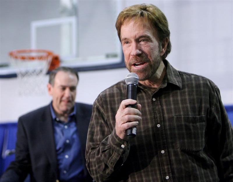 Chuck Norris klaagt 11 medische bedrijven aan
