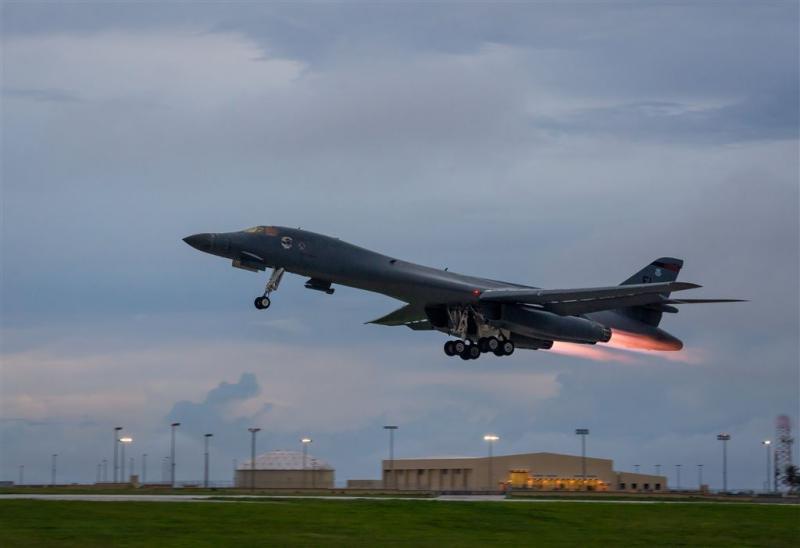 Amerikaanse bommenwerpers oefenen bij Korea