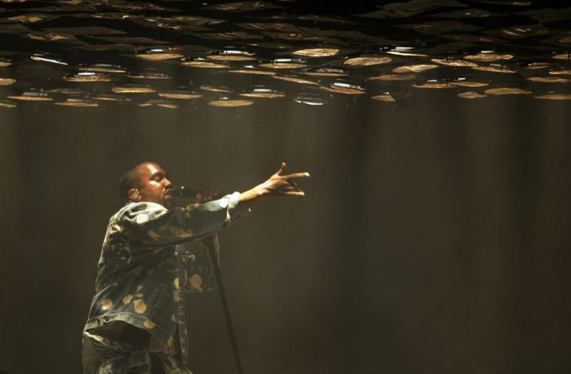 Kanye West maakt comeback op het podium