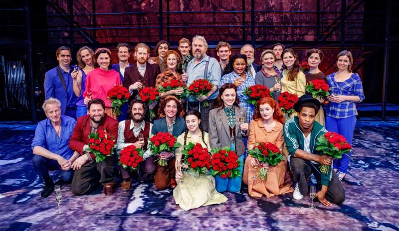 Cast musical steunt regisseur na aantijgingen