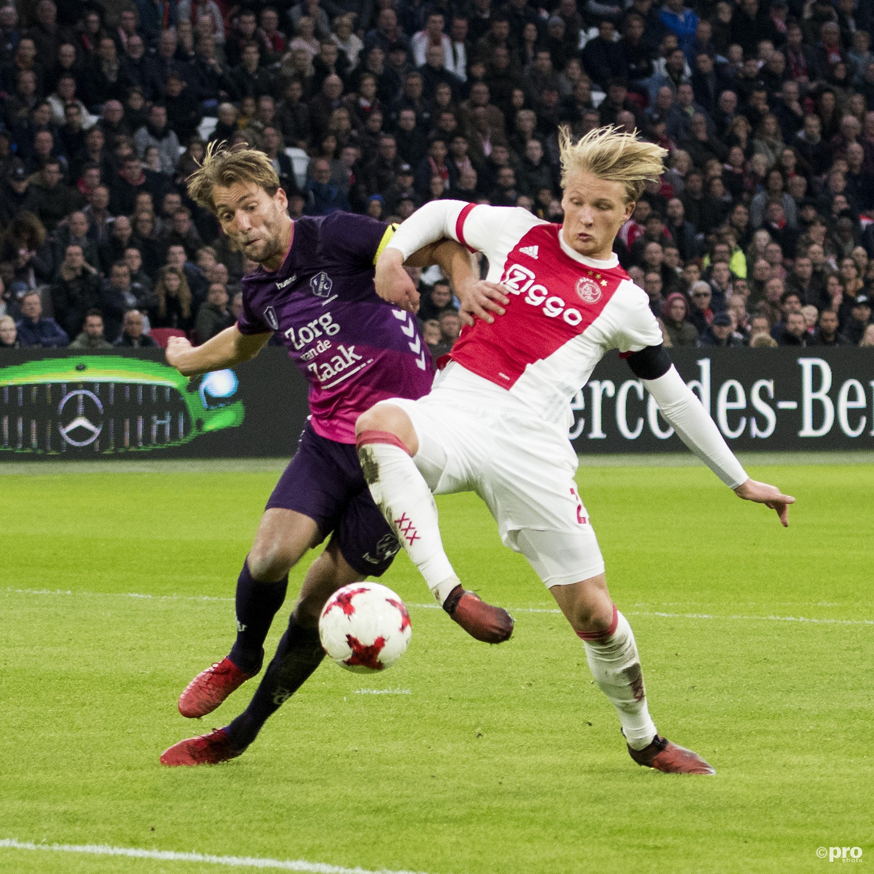 Rico Strieder in duel met Ajax-speler Donny van de Beek. (PRO SHOTS/Jasper Ruhe)