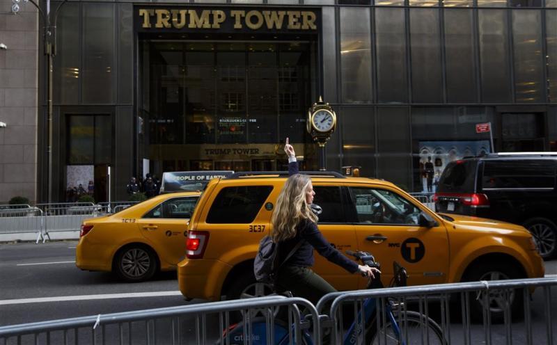 Middelvinger naar Trump kost vrouw baan