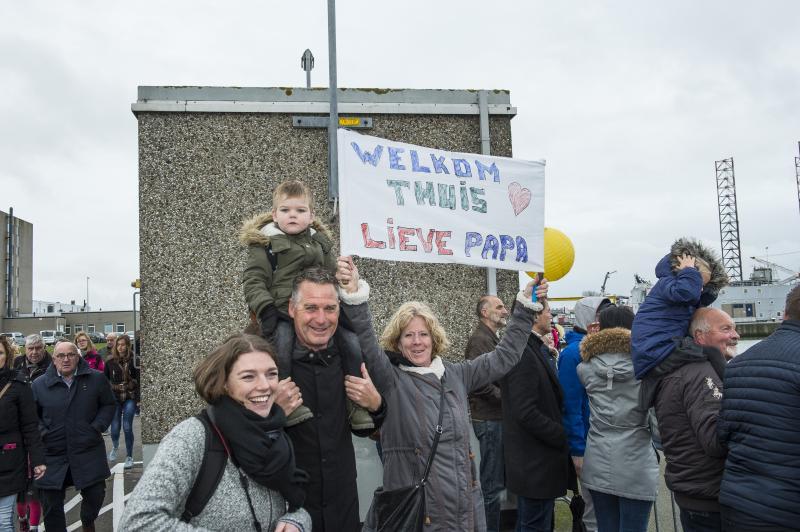 Bemanning Zr.Ms. Zeeland warm onthaald in Den Helder (Foto: Media Centrum Defensie, John van Helvert)