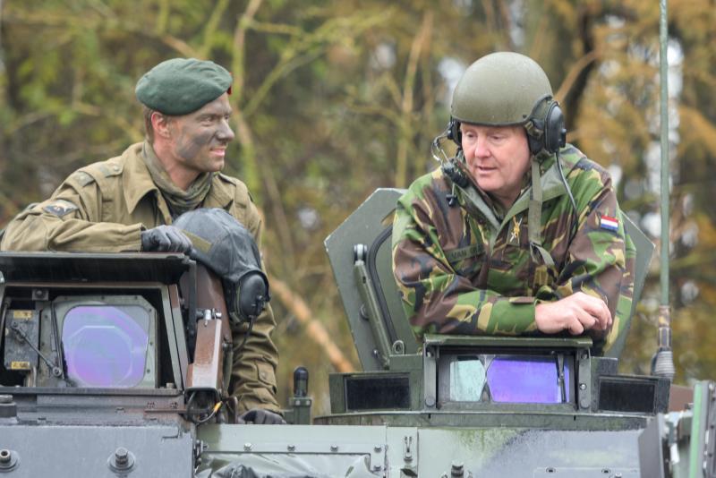 Koning bezoekt landmachteenheden in Duitsland (Foto: Ministerie van Defensie)
