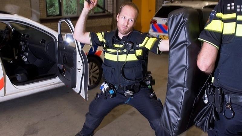 Agenten krijgen uitschuifbare wapenstok (Foto: politie.nl)