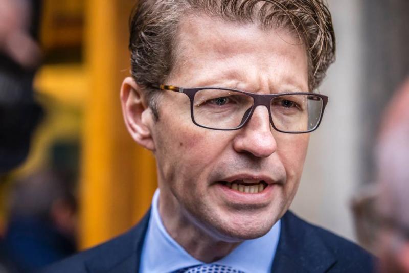 Minister Dekker: zorgen over Pegida