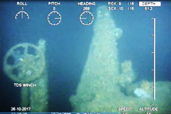 Stuurwiel, periscoop en luik van de gezonken onderzeeboot. (Ministerie van Defensie)