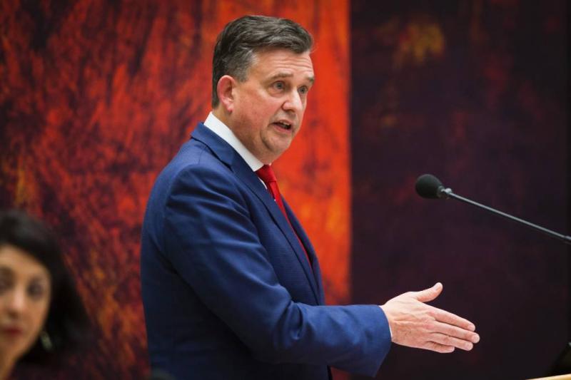 SP wil kwart minder loon voor minister