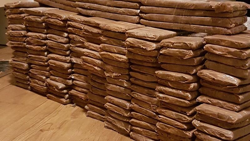 Politie vindt 80 kg cocaïne tijdens 'spookburgeractie' (Foto: Politie.nl)