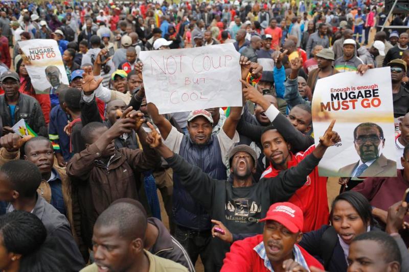 Zimbabwanen vieren aanstaand vertrek Mugabe