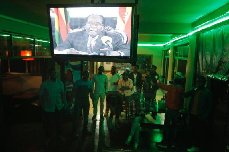 Mugabe zwijgt in toespraak over aftreden