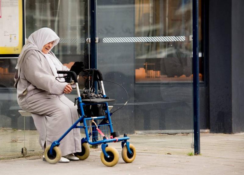'AOW-leeftijd verhogen tot minstens 69 jaar'