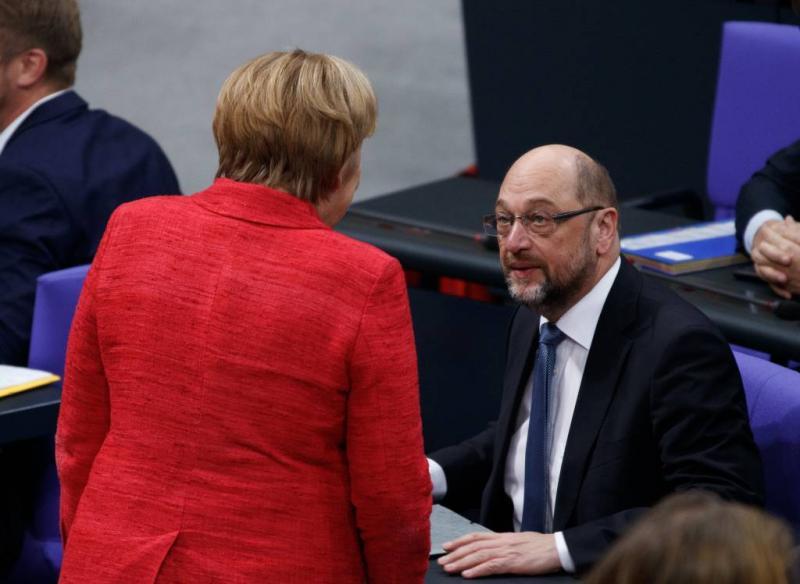 'SPD-leider Schulz wil Merkel gedogen'