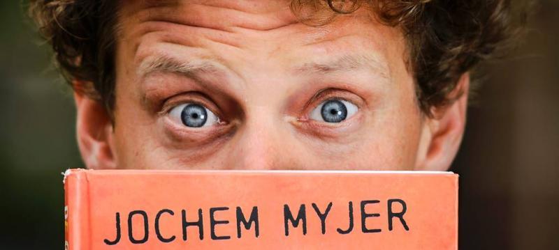Bakfiets Jochem Myjer in de gracht