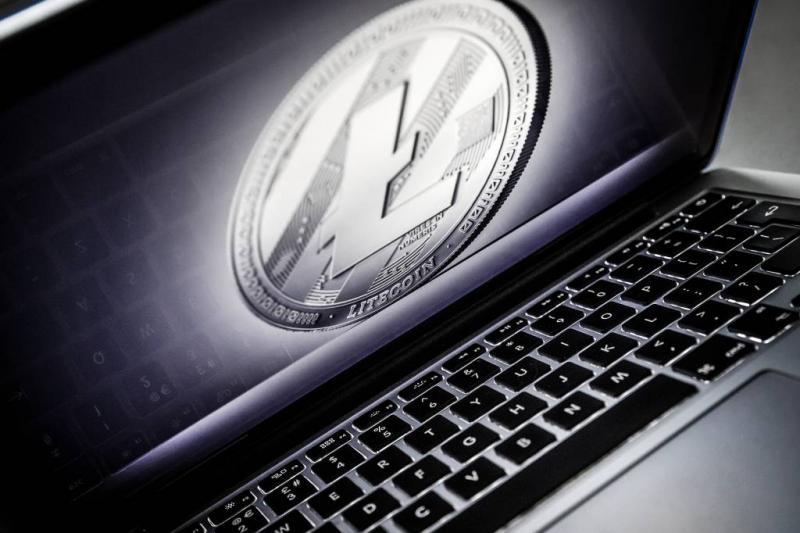 Bitcoin keldert en veert op