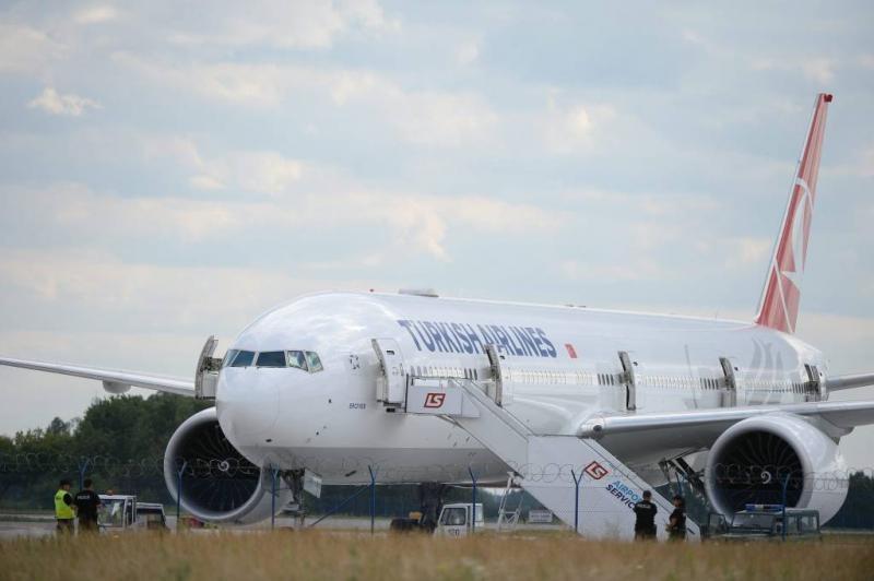 Vliegtuig omgeleid om 'explosief' wifinetwerk