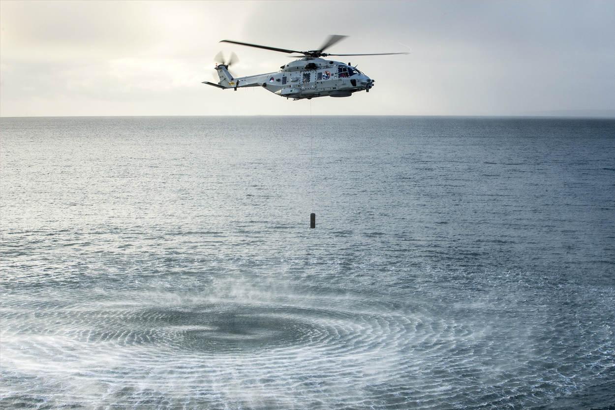 NH90 laat een sonar zakken (Foto: Ministerie van Defensie)