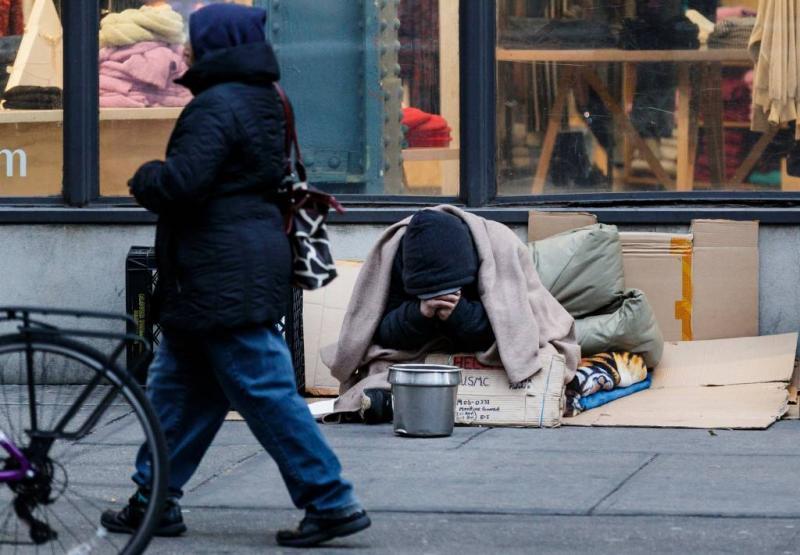 Dakloze in Duitse vuilniswagen gestort