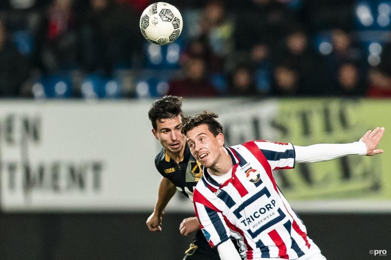 NAC-speler Gianluca Nijholt en Willem II-speler Thom Haye in duel (Pro Shots / Marcel van Dorst)
