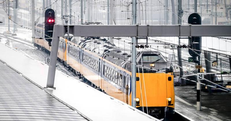 Zondag minder treinen door sneeuw