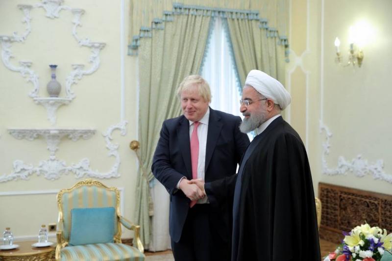 Johnson sluit bezoek aan Iran af