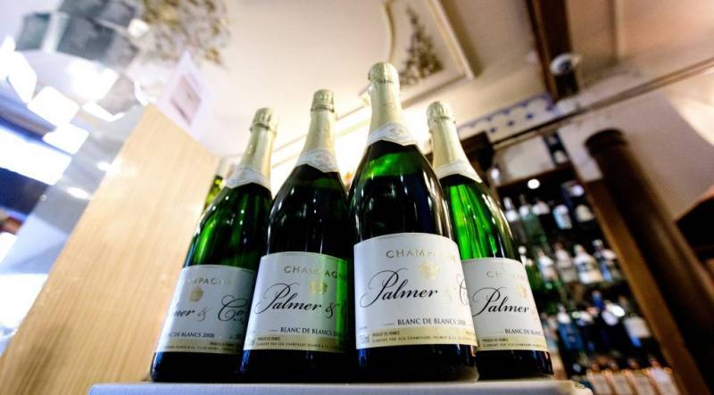 Toestel aan de grond om ruzie over champagne