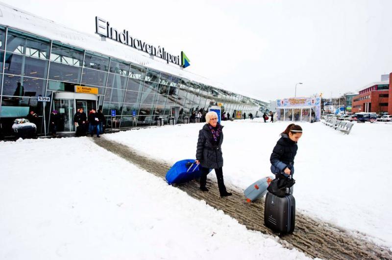 Eindhoven Airport dicht door sneeuw