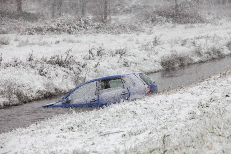 Veel schade en aanrijdingen door sneeuwval
