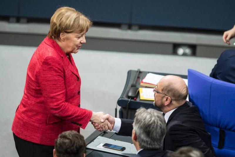 Aftastend gesprek Merkel, Schulz en Seehofer