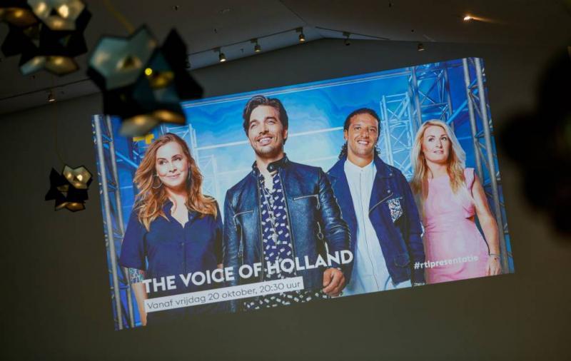 Anouk zet twee eigen Voice-talenten uit team