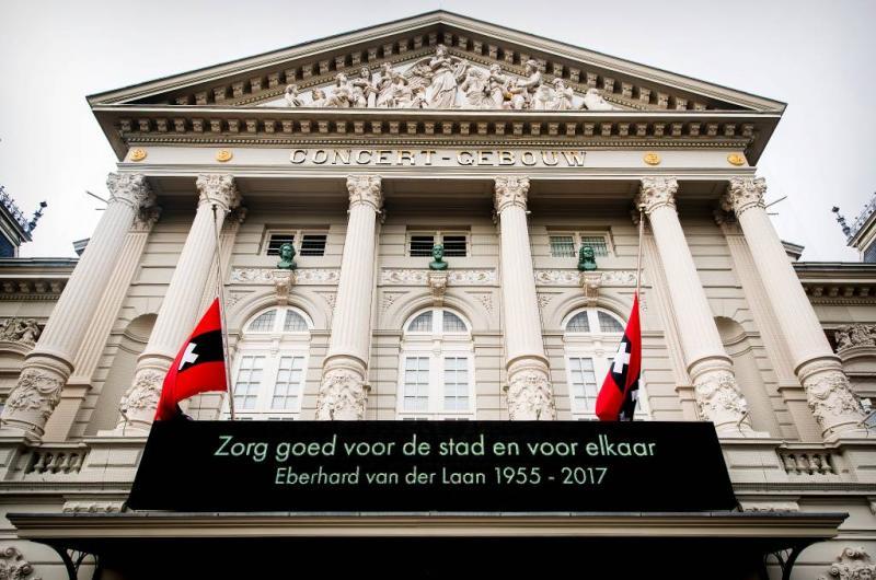 Nabestaanden Van der Laan danken voor steun