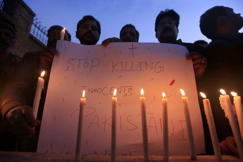 Zelfmoordaanslag op christenen in Pakistan