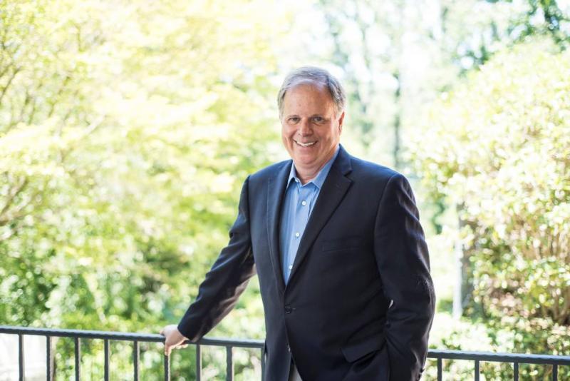 Senator Doug Jones belooft onafhankelijkheid
