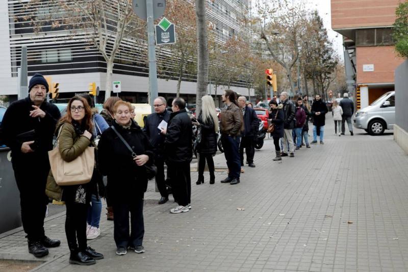 Lange rijen voor Catalaanse stemlokalen