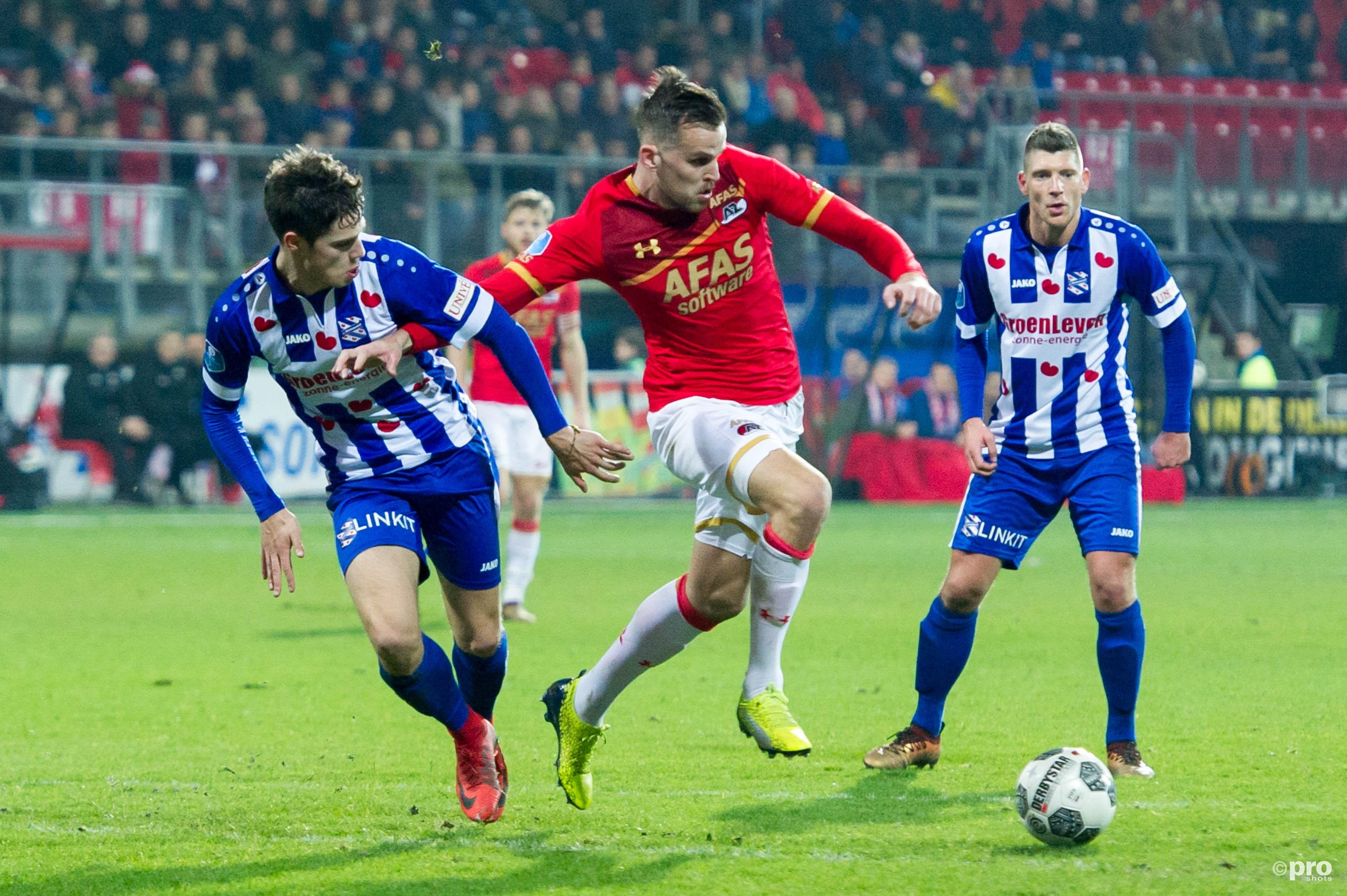 SC Heerenveen speler Kik Pierie en AZ speler Mats Seuntjens. (PRO SHOTS/Martijn Buskermolen)