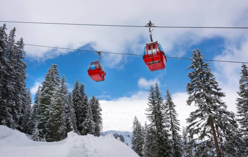 Skiërs vast in gondels Frankrijk
