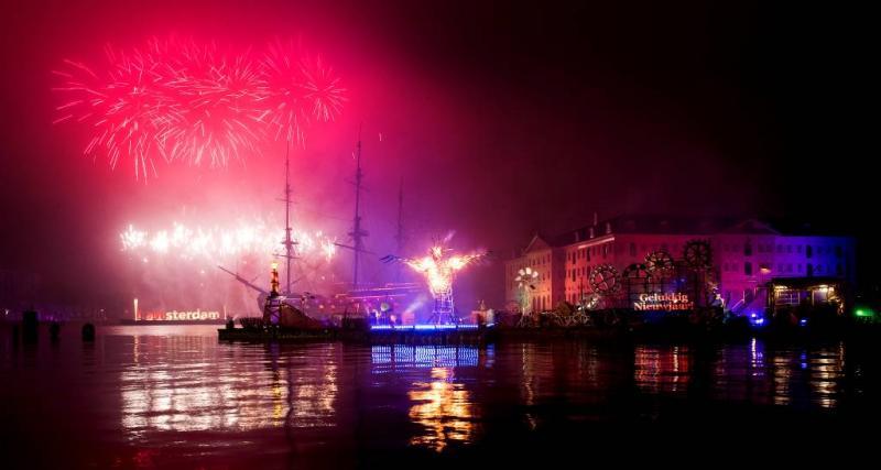 Vuurwerkshow Amsterdam vanwege wind aangepast