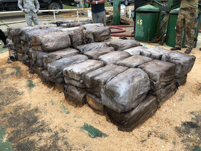 1600 kg cocaïne onderschept (Foto: Ministerie van Defensie)