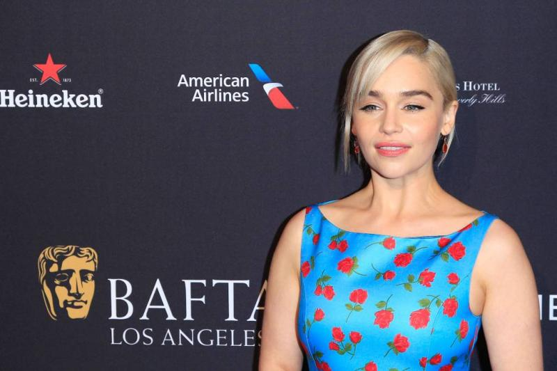 Brad Pitt biedt ton voor date Emilia Clarke
