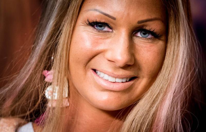 Realityster Barbie met spoed naar ziekenhuis