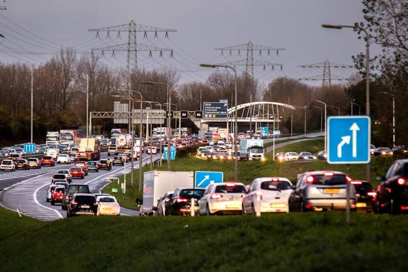 Dode en drie gewonden door ongeval op A16