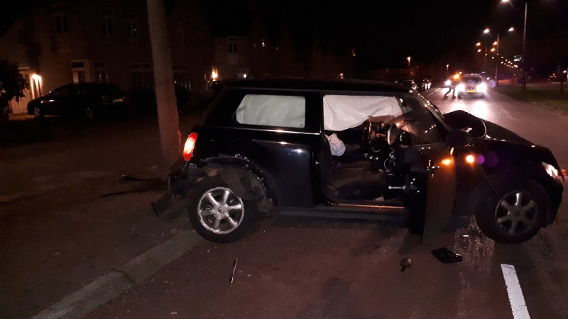 Jonge joyriders slopen auto (Foto: Politie.nl)