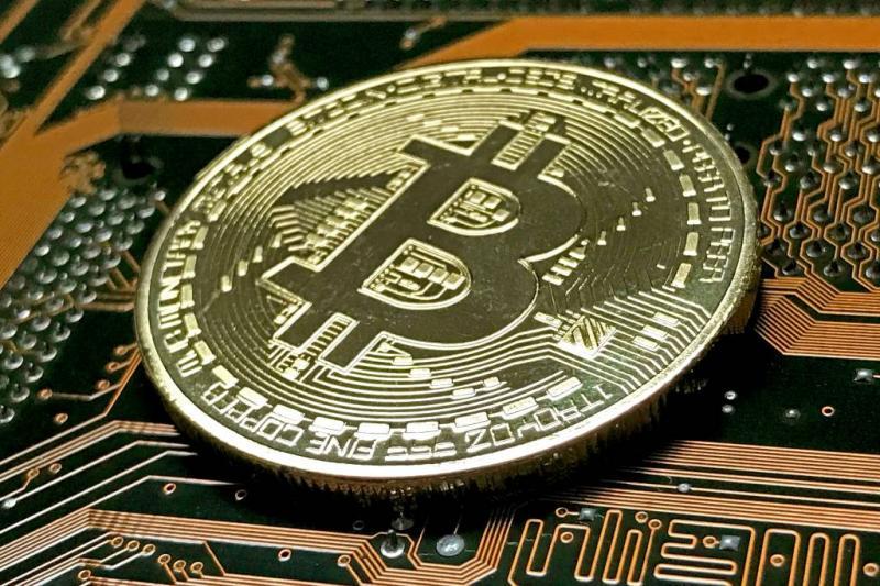 Bitcoin duikt onder de 10.000 dollar