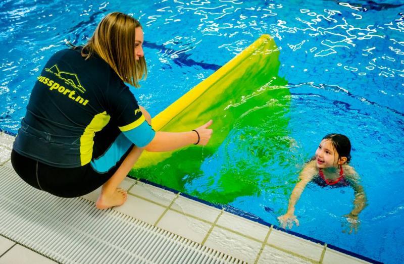 Hesje bij schoolzwemmen voor extra veiligheid