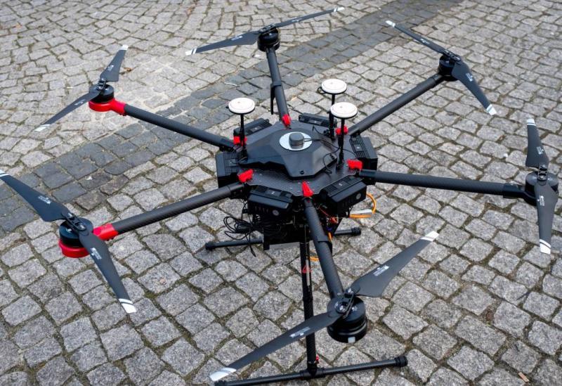 Drone schiet zwemmers in nood te hulp